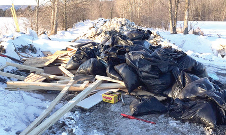 {Dumping mess returns to North Aylmer}
